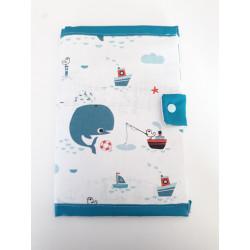 Protège carnet de santé fait à la main imprimé Baleine.-detail